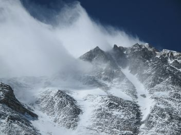 high winds on everest